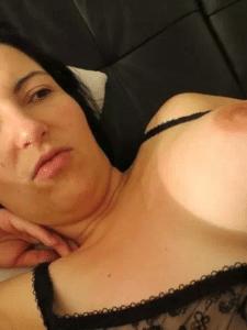 Ma femme vous propose une rencontre BDSM pour du travail des tits et même de ses lèvres vaginales