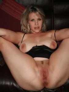 Avec de bonnes grosses lèvres vaginales, ma femme vous rencontre en accord avec moi-même. Nous ne filmons pas, c'est madame qui viendra ensuite me raconter car c'est ce qui nous excite le plus. Vous l'avez deviné, nous sommes un couple candauliste qui aimons le SM et le BDSM.Nous cherchons quelqu'un d'assez à l'aise avec la dilatation vaginale et le travail des lèvres à la pince à linge pour des jeux SM inoubliables…